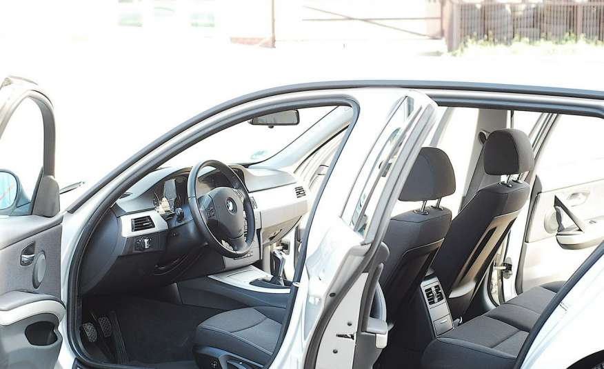 BMW 320 Lifting 320d 177KM touring NAVI GPS Alu Webasto fabryczne Z Niemiec zdjęcie 9