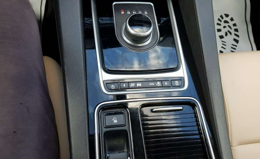 Jaguar F-Pace 25t 2.0 turbo 250KM, automat.4x4, skóry, kamera, panorama.1 rok gwarancji zdjęcie 12