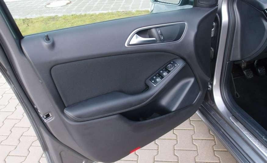 Mercedes B 180 LIFT / Navi / Parktronik / Tempomat / Serwis / IDEALNY / ROK GWARANCJI zdjęcie 39