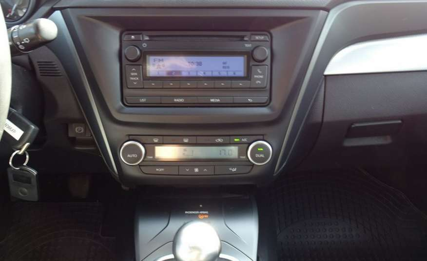 Toyota Avensis 2.0 D-4D Salon PL 1 wł ASO FV23% zdjęcie 13