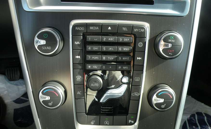 Volvo XC 60 Panorama xenon Navi Internet Skóra zdjęcie 12