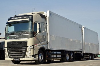 Volvo FH 500 /6X2/ ZESTAW CHŁODNIA SCHMITZ / 38 PALETY / EURO 6 / THERMO KING /